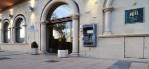 Puerta Hotel Abadía